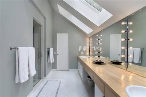 Les couleurs tendance dans la salle de bains for Quelle couleur dans une salle de bain
