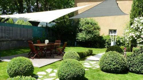 Protéger sa terrasse du soleil avec style