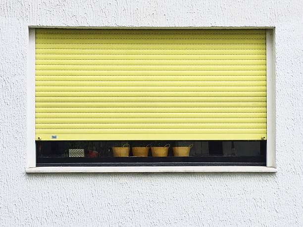 Store extérieur jaune pour fenêtre