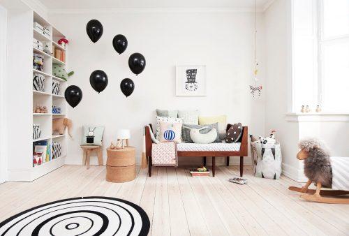 chambre-enfant-decoration-mixte-touches-couleur-noir