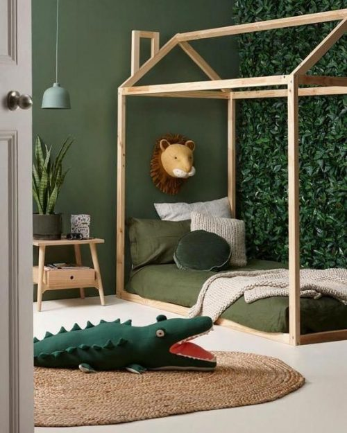 chambre-verte-jungle-nature-couleur-crocodile-lion-lampe-lit-bois